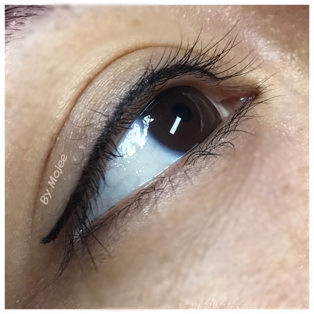 Choose a natural lash enhancer look or a full upper/lower eyeliner